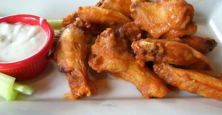 how to eat chicken wings fast