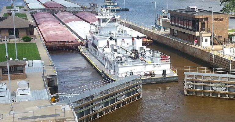 lock and dam upper mississippi river barge