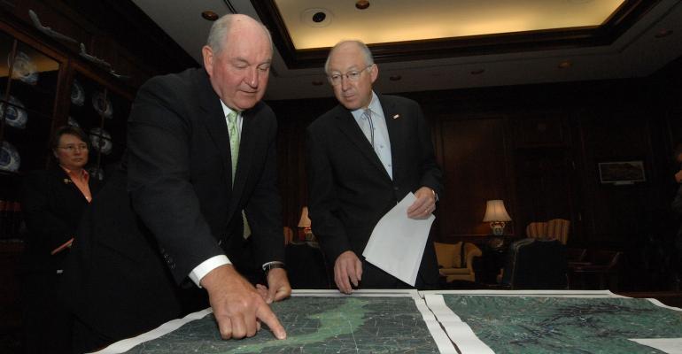 Georgia Gov. Sonny Perdue shares drought map with then Interior Secretary Ken Salazar.